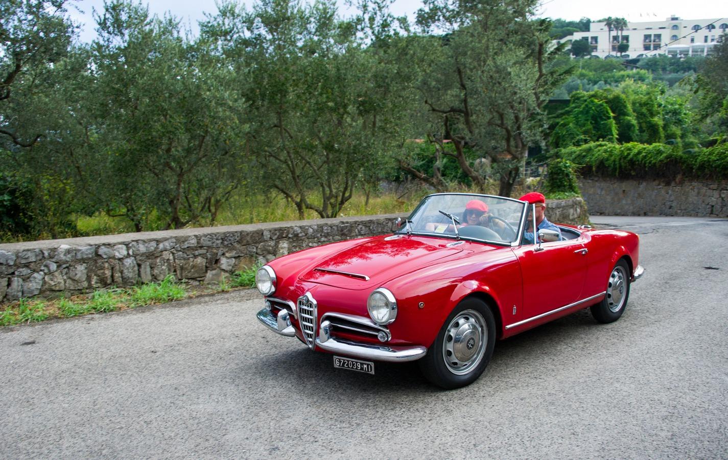 alfa romeo giulia 1.6 spider 1962 - car hire amalfi coast - car